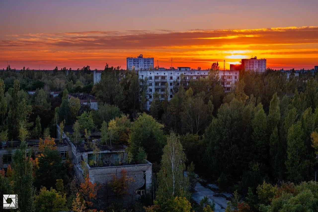 Атмосфера Чернобыльской зоны отчуждения осень.