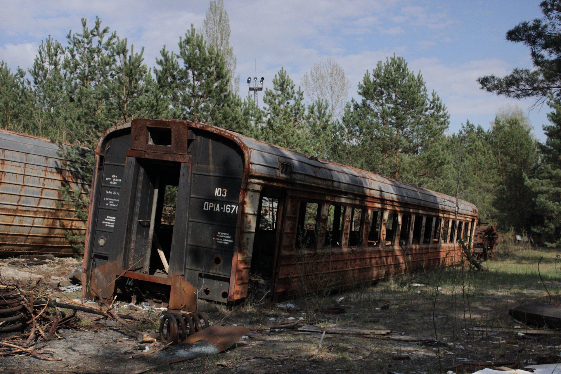 Заброшенные поезда на станции Янов в Припяти.